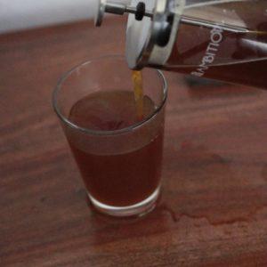 Przelewamy kawę do kubka i delektujemy się jej smakiem:)