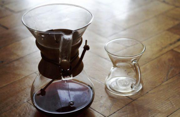 Kawa gotowa. Można nalewać do filiżanek!