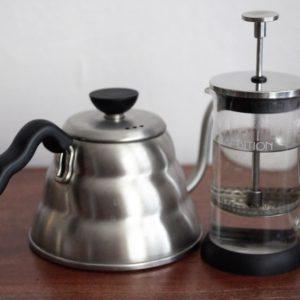 Przed zaparzeniem kawy ogrzej nie tylko naczynie, ale także tłoczek french pressa.
