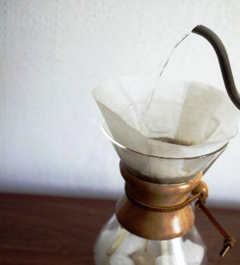 Zalewamy kawę wodą. Tradycyjnie.