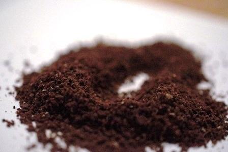 Kawa zmielona pod aeropress - na 'drobny piasek'.