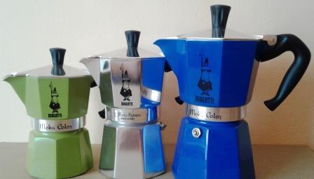 Kawiarki Bialetti opatrzone charakterystycznym logo.