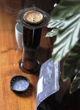 Kawa Fjord zaparza się w Aeropressie